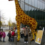 Giraff med Björn, Sony-Center i Berlin